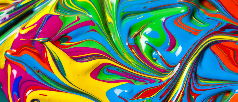 Mezcla de pintura de diferentes colores