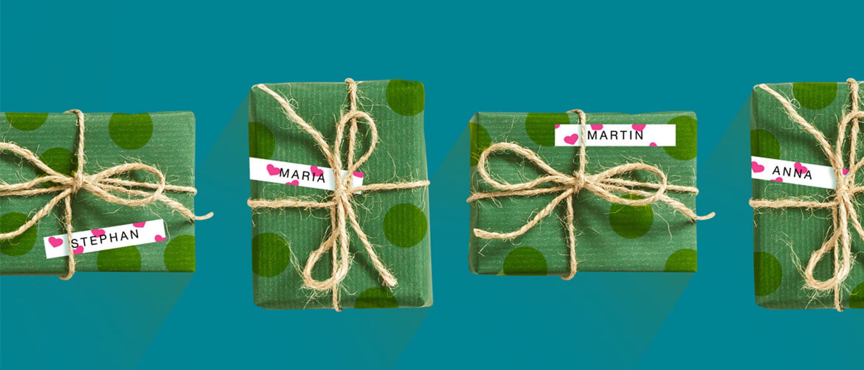 Paquetes de regalo con etiquetas de corazones Brother