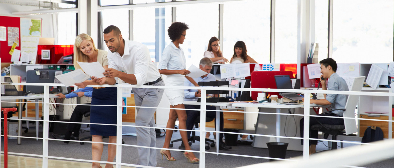 Gente en una oficina