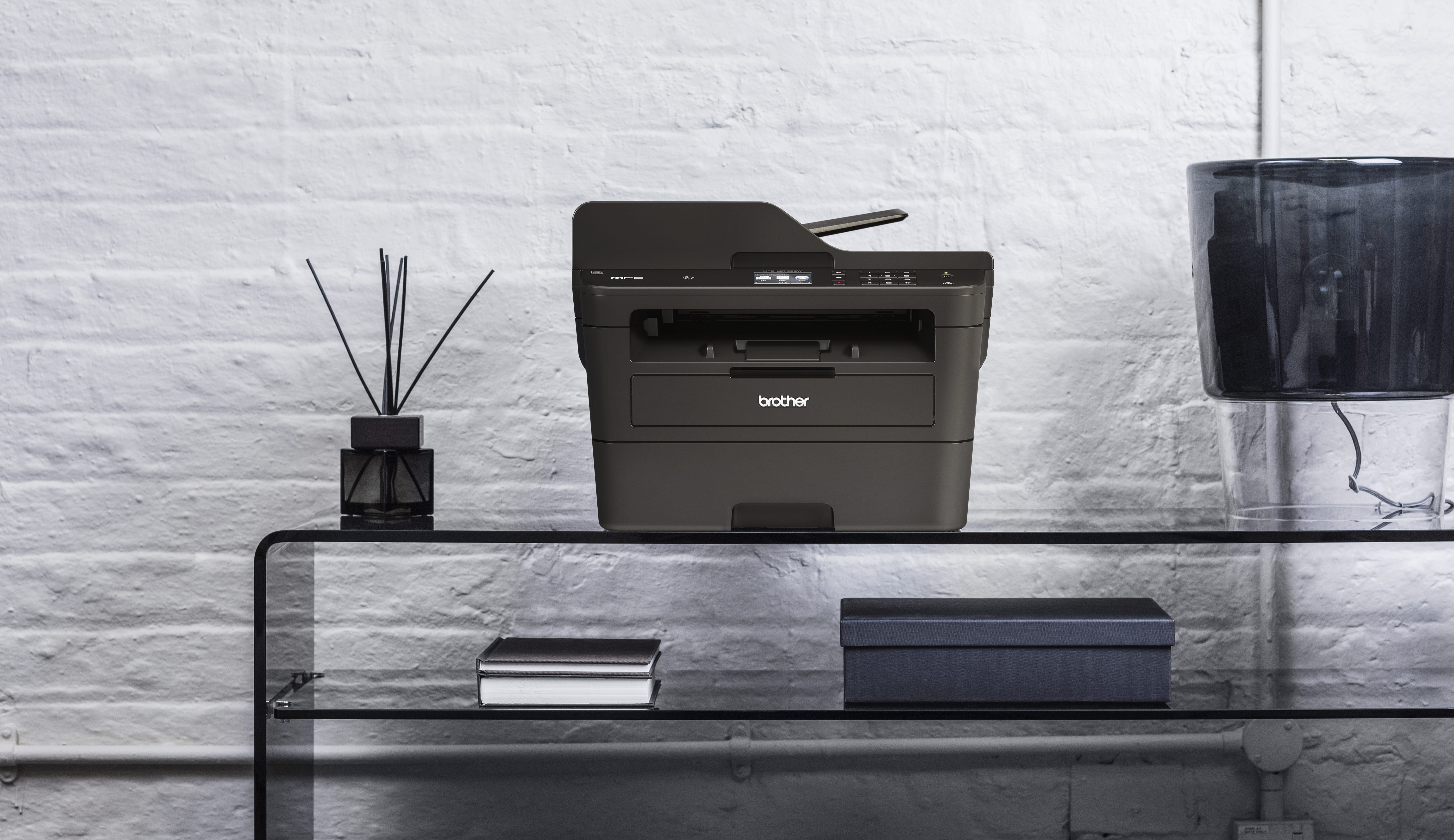MFC-L2750DW entorno oficina