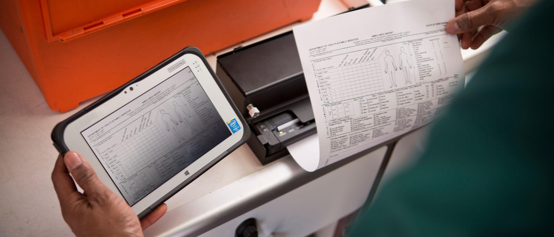 Personal sanitario utilizando impresora portátil Brother