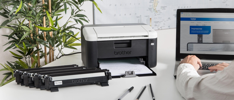 Impresora multifunción All in box junto a 5 consumibles Brother
