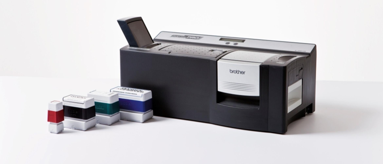 Máquina de sellos SC-2000 junto a 4 sellos de colores