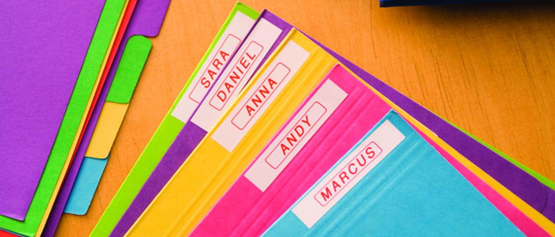 Carpetas de colores con etiquetas de colores Brother