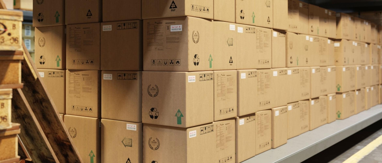 Cajas de cartón con etiquetas