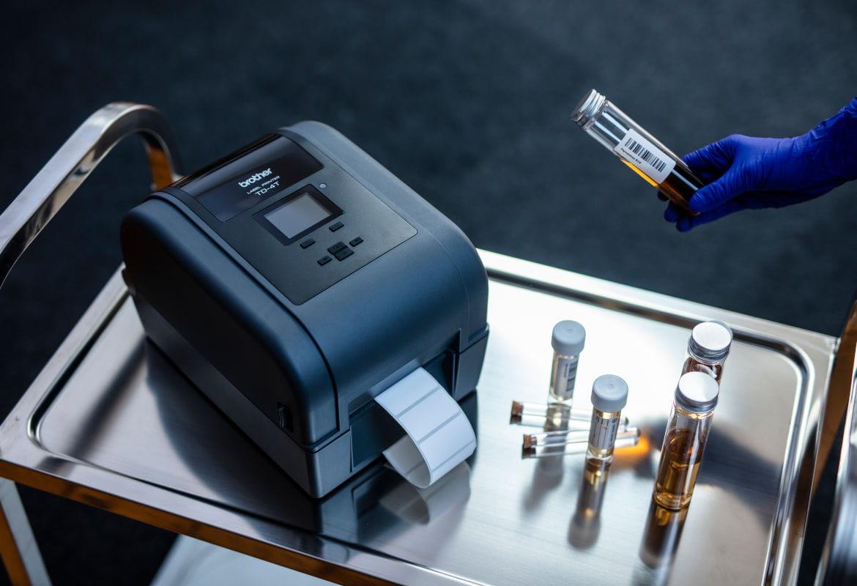 Impresora de etiquetas de transferencia térmica TD Brother