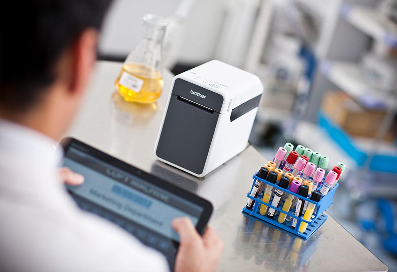Impresora TD Brother para etiquetas de muestras de  laboratorio