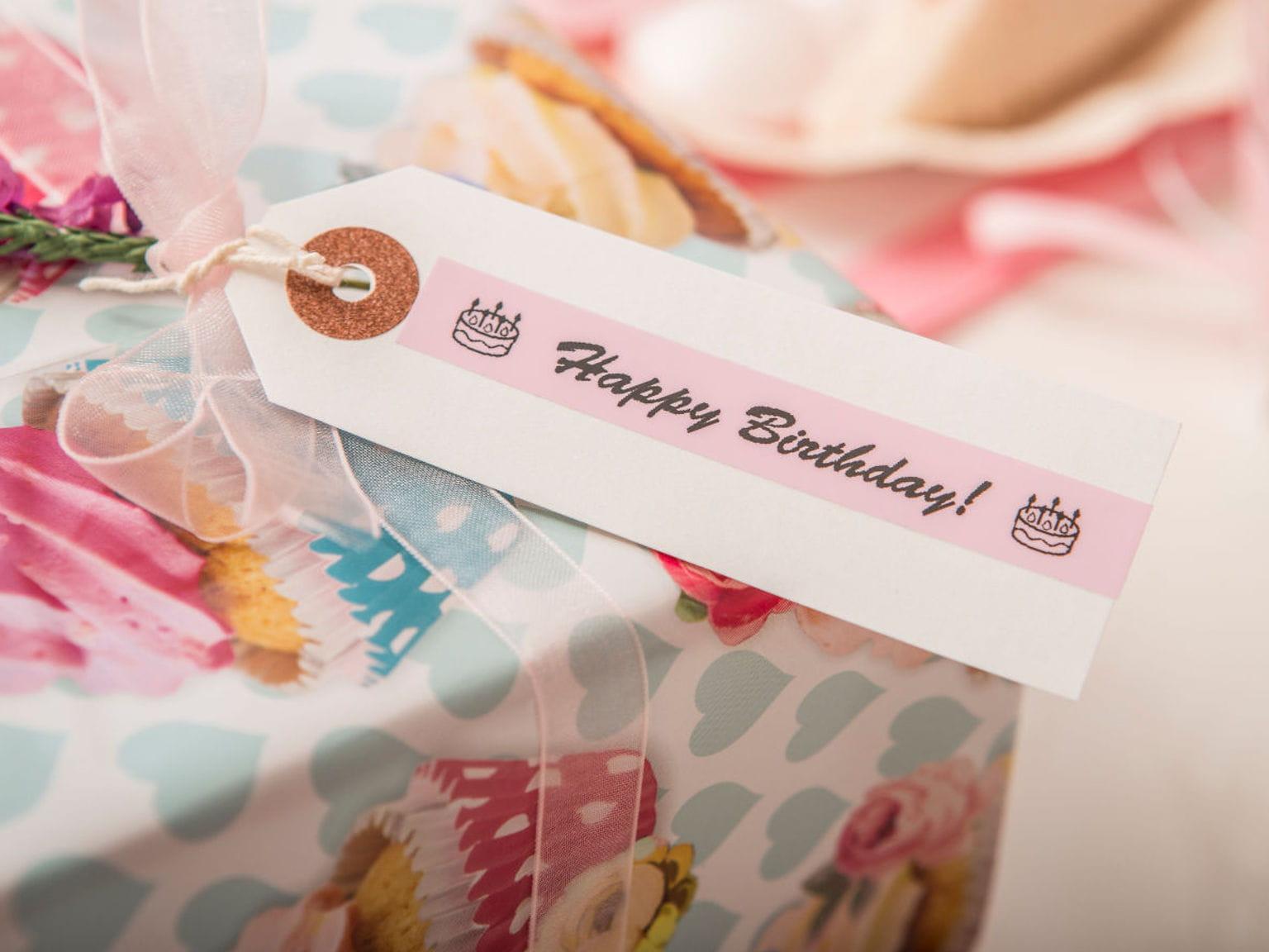 Etiqueta rosa de happy birthday Brother