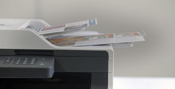 Detalle impresora multifunción Brother