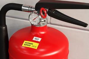 Etiqueta en extintor de incendios