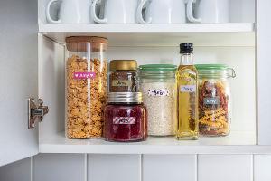 Botes de alimentos de cristal etiquetados