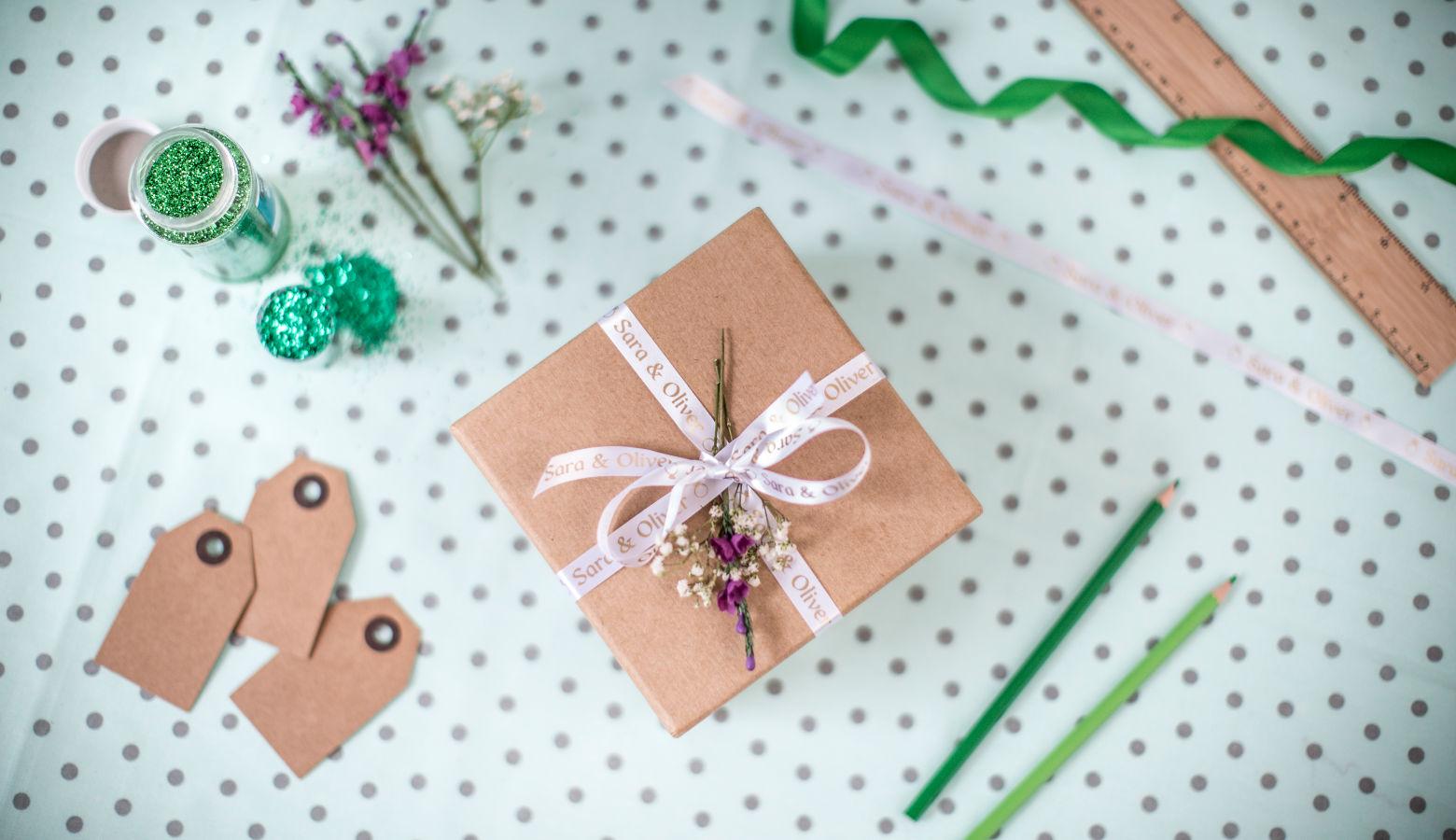 Etiqueta rosa happy birthday