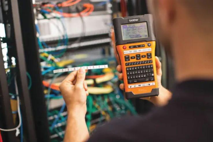 Rotuladora PT-E para electricistas e instaladores, Brother